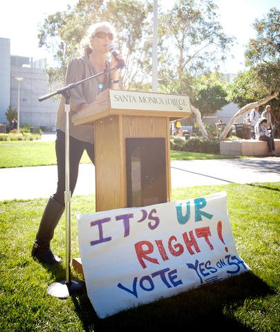 """Teaser Image: """"Labeling it Ourselves"""": With Real Food Calculator, students take Prop 37 into their own hands"""